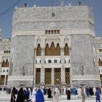 003 Outside Masjid Al Haram - 01