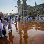 Outside of Al Haram - rainy day 15-nov-10_01