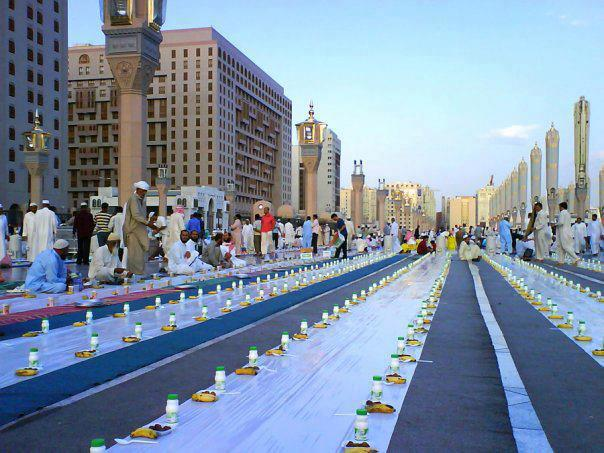 A view of Prophet's Mosque (Madinah) at the time of iftar during Ramadan.