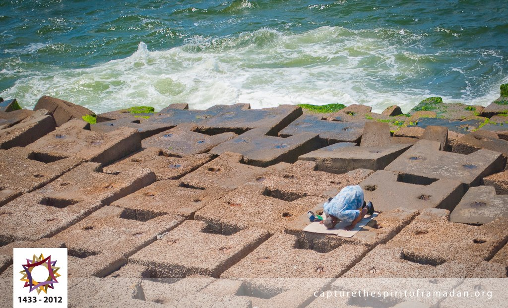 A fisherman takes a break, gives his back to the sea and prays during a Ramadan work day. ~ Photo Courtesy : Hoda Eissa @ Alexandria, Egypt